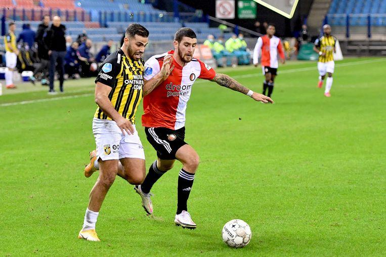 Oussama Tannane van Vitesse in duel met Feyenoord-verdediger Marco Senesi. Beeld Pro Shots / Paul Meima