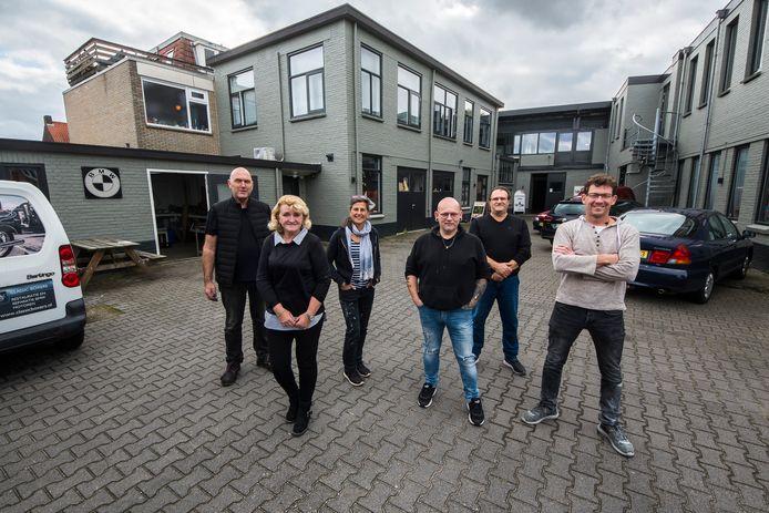 Ondernemers en kunstenaars aan het Hengelose Kunstplein aan de Uitslagweg.
