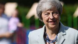 Geëmotioneerde Theresa May kondigt haar ontslag aan als premier van het Verenigd Koninkrijk