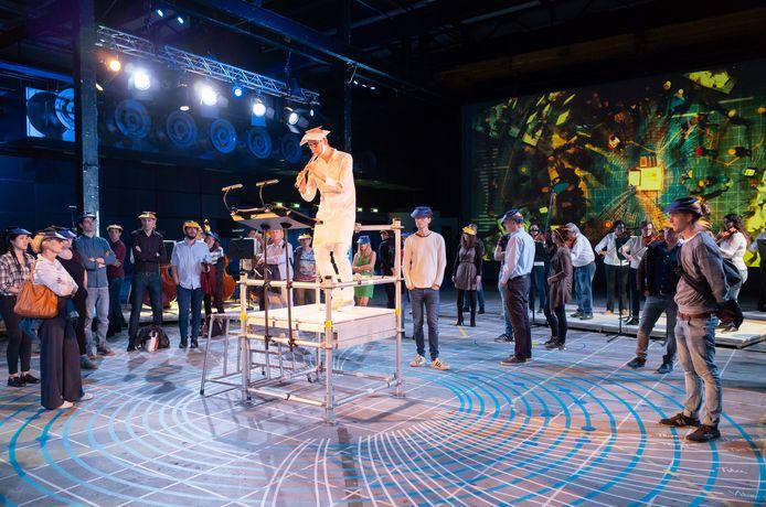 Uitvoering programma 'Empty Minds' door Philharmonie Zuidnederland in het Klokgebouw in Eindhoven met solist Erik Bosgraaf.