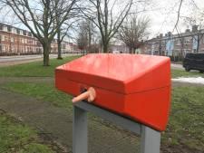 Mysterie: dildo-plakker heeft het voorzien op deze brievenbus