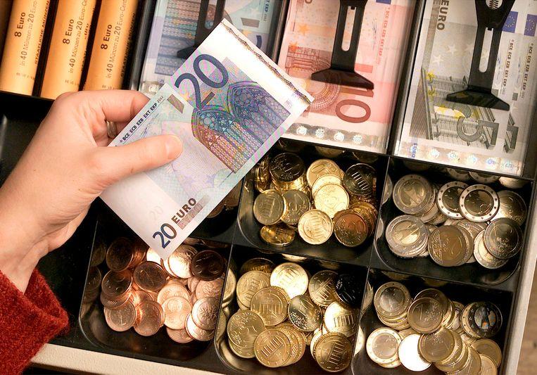 74 procent van de inwoners van de eurozone vindt dat de introductie van de euro voordelig is voor de Europese Unie, terwijl 64 procent vindt dat de munt goed is voor zijn eigen land. Beeld AP