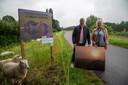 Schepen Dietbrand Van Durme en Christine De Paepe (Toerisme Wetteren) aan de start van Hoogtij op de Tragelweg in Wetteren.