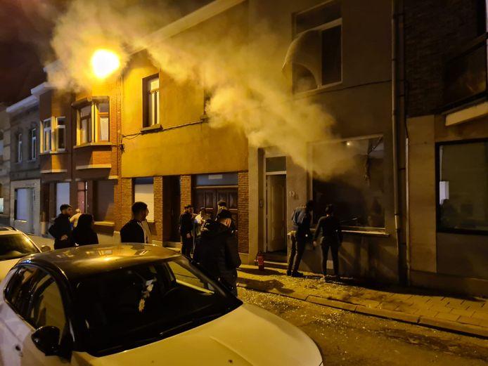 In de Kerktorenstraat in Diegem werd een molotovcocktail door een vitrine gegooid.