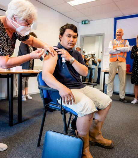 """Filipijnse zeevarenden smeken om vaccinatie, maar in Vlissingen kan dat niet. ,,We behandelen ze als paria's."""""""