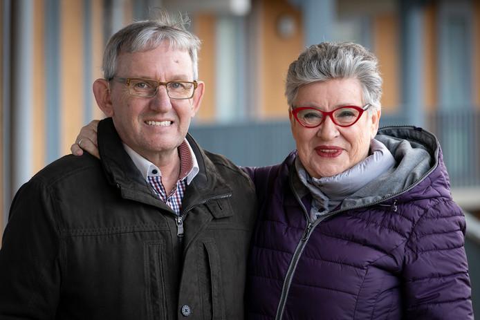 """Harry van Hooijdonk en Gerda Ariëns uit Waalwijk  willen naar een verzorgingshuis. Hij heeft dementie, zij maakt zich zorgen. ,,Ik denk wel eens als ik maar niet doodga, want wat moet Harry dan?"""""""