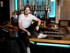 De 'leukste frietbezorger' organiseert nu een hardstyle-bustour