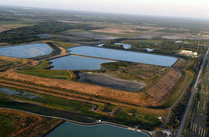 Het reservoir met giftig afvalwater.