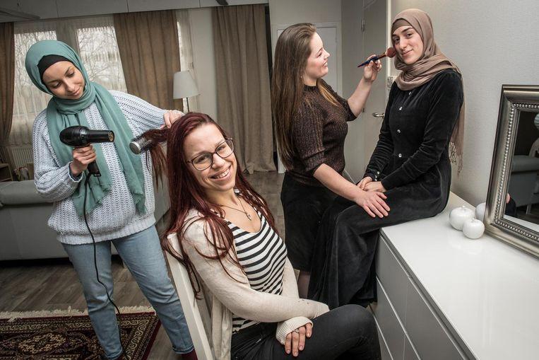 Laurena Benfante met Samira Maatki, Liri-Dona Hulmand , Felicia De Deygere en Delicia De Deygere.