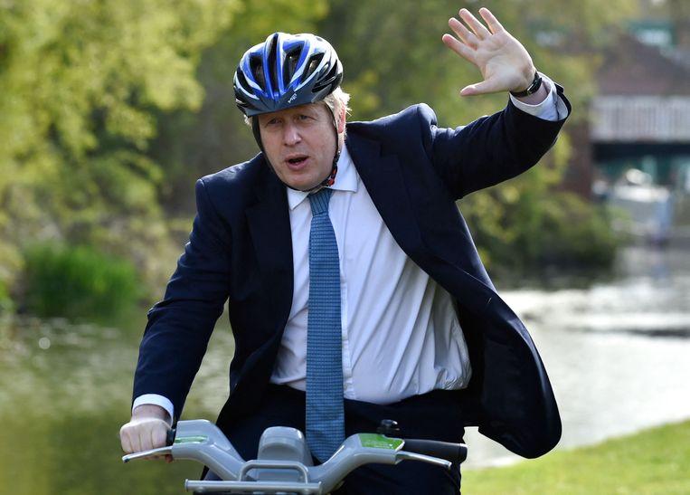 Brits premier Boris Johnson op campagnepad. Engeland houdt morgen lokale verkiezingen. Beeld AFP