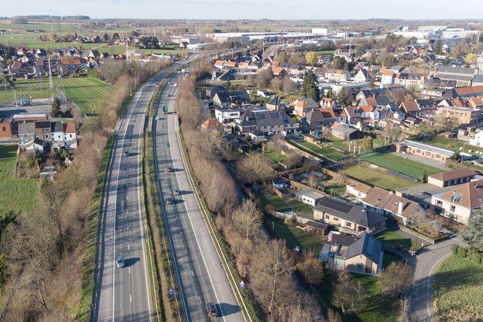 Onder meer in Bevere komt de N60 dicht bij de woonwijken.