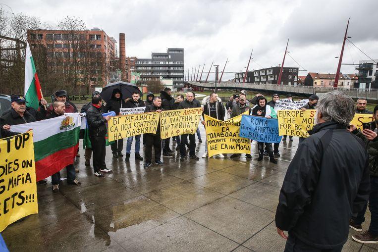 Op het pleintje voor jeugdcentrum Minus One verzamelden een vijftigtal demonstranten.