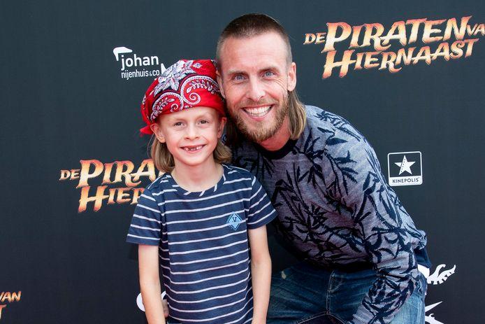 Nathan Rutjes met zijn zoon Lavezzi Rutjes.