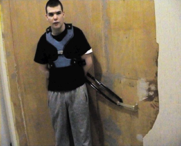 Het dinsdag door actualiteitenrubriek 'Uitgesproken EO' uitgezonden beeld van de vastgebonden Brandon van Ingen schokt Nederland - zeker omdat de jongen al drie jaar dagelijks wordt vastgezet. (FOTO ANP) Beeld