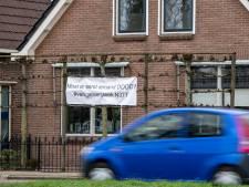 Spandoekenactie zet strijd rond N377 bij Nieuwleusen op scherp: 'Moet er eerst iemand dood?'