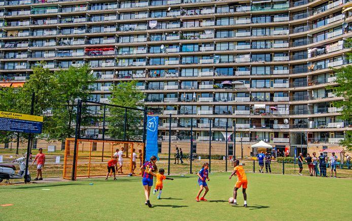 Met name jongeren hebben een boete gekregen in Capelle vanwege de coronamaatregelen. Lange tijd waren sportvelden en jongerenplekken gesloten.