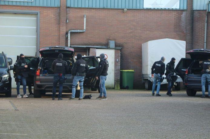 Het arrestatieteam tijdens de inval afgelopen dinsdag in Lunteren.