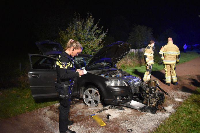 Het voertuig liep flinke schade op door het ongeluk in Weurt.