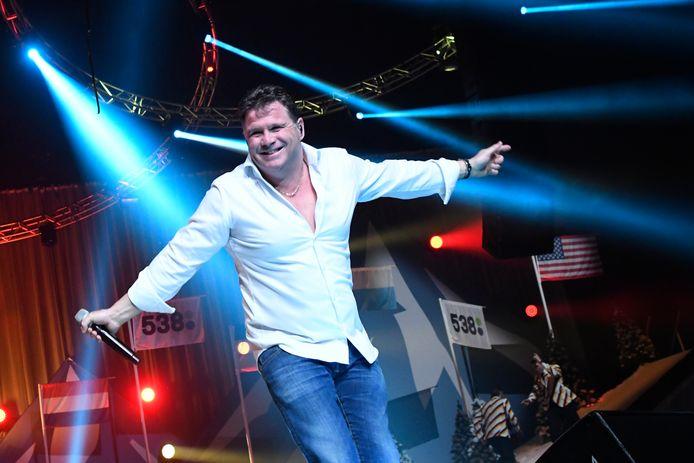 Wolter Kroes treedt op zaterdag 23 oktober op tijdens de eerste editie van muziekfestival BuitenGewoon in Enspijk.
