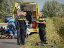 Wielrenner gewond door botsing met scooter op fietspad in Pannerden