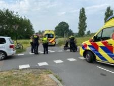 Flinke botsing tussen fietser en snorscooter in Deventer, twee gewonden naar het ziekenhuis