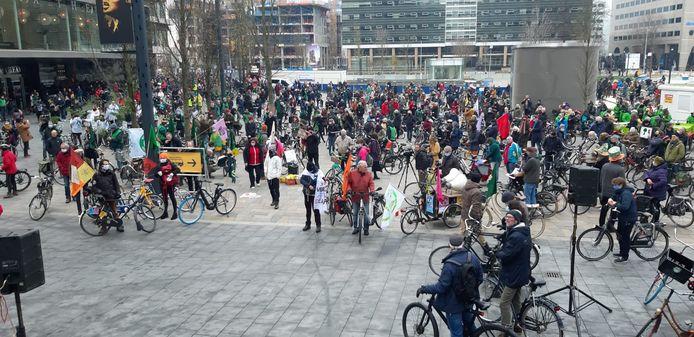 De demonstratie die begint op het Jaarbeursplein in Utrecht trekt veel animo.
