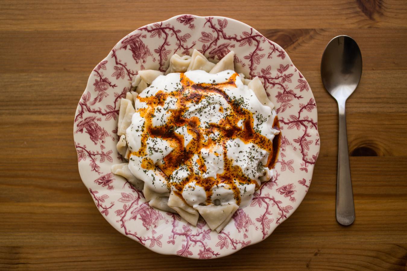 Arabische dumplings met yoghurtdressing