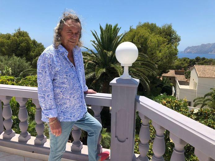 Harry Snoeyink is al weer jaren gesetteld in Spanje waar hij zich bezighoudt met de verhuur van vakantievilla's en hotelkamers.