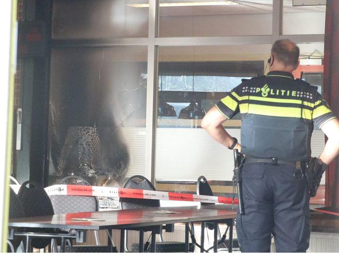 De binnenzijde van het gebouw van wijkvereniging Achterwillens in Gouda, waarvanochtend brand heeft gewoed.