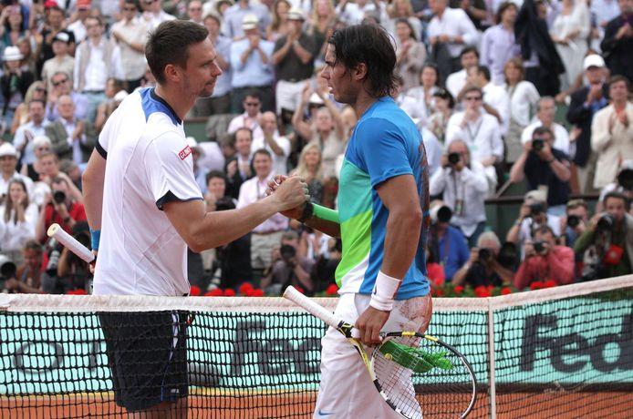 Le 31 mai 2009, Robin Söderling entre dans l'histoire du tennis en faisant tomber le roi Rafael Nadal à Roland-Garros. Quelques années plus tard, il sombre dans la dépression. Il raconte sa détresse et met en garde sur l'impact du sport de haut niveau dans la vie d'un athlète.