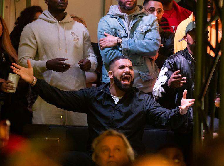 Eerder dit jaar vroeg Drake hulp aan  danser en internetfenomeen Toosie. Beeld EPA