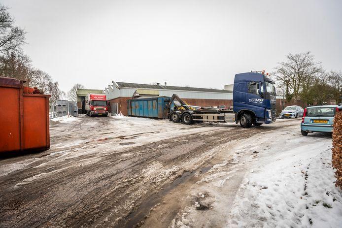 Koekjesfabriek Jeurgens in Aarle-Rixtel zit met een probleem. Vrachtwagens kunnen het terrein moeilijk op vanwege de kleine inrit.