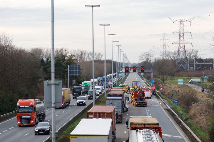 Illustratiebeeld. De E313 richting Antwerpen is helemaal afgesloten door het ongeluk.