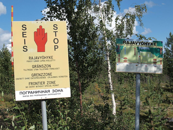 Waarschuwingsborden aan de Fins-Russische grens.