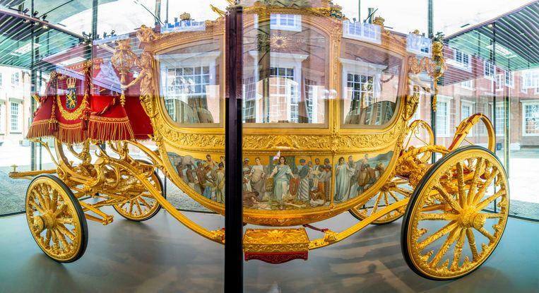 De Gouden Koets in het Amsterdam Museum. Na een restauratie van ruim vijf jaar is het voertuig voor het eerst weer voor publiek te zien. Beeld Brunopress