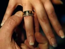 Ils se marient quatre fois en 37 jours pour profiter d'un maximum de congés