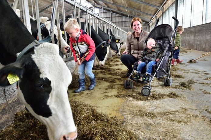 Petra Blom runt al een kinderopvang bij Veld-Zicht. Daar komt vanaf 1 juli een woonvoorziening voor demente bewoners bij.