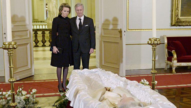 Het koningspaar bracht gisteren koningin Fabiola een laatste groet.