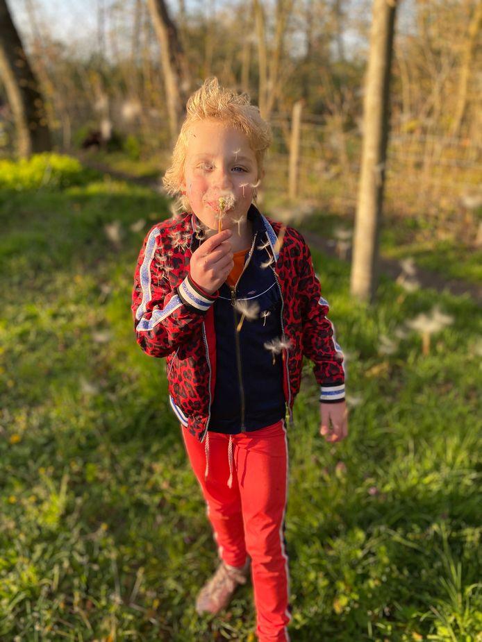 'Blaasbloemen noemt mijn dochter ze nog steeds. Blijft leuk om te doen.'(lezersfoto)