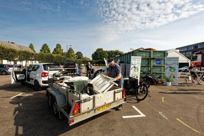 In het kader van de Clean Up Day in Schijndel wordt tuinmeubilair ingezameld.