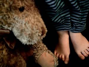 Vrouw mishandelt zoon (10) met snoer: 'Ik was heel boos toen hij mijn andere kind liet vallen'