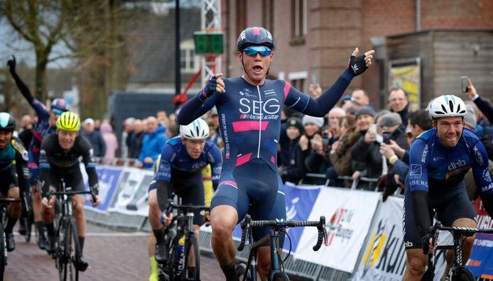 David Dekker won vorig jaar de Dorpenomloop. Hierna ging de koers in Nederland op slot.