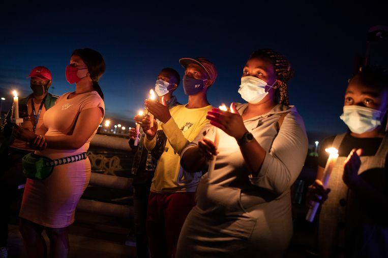 Een wake voor de slachtoffers van het coronavirus in Johannesburg.  Beeld EPA