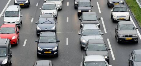 Bus met pech op A12 zorgt voor vertraging bij Veenendaal