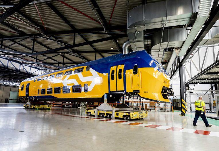 De komende twee jaar moderniseert NS 46 dubbeldekkers tot nieuwe treinen die voldoen aan de huidige reizigerswensen en techniek.  Beeld ANP