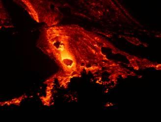"""Lava stroomt """"als tsunami"""" uit vulkaan La Palma"""