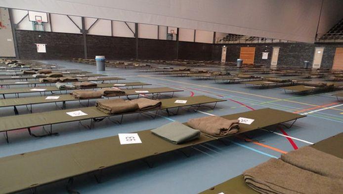 Bedden voor vluchtelingen in de sporthal in Pijnacker-Nootdorp.