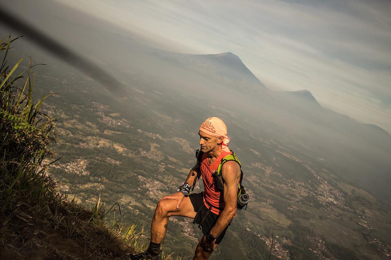 Luc Hapers tijdens de Mesastila Peaks Challenge, een ultratrail in Indonesië.