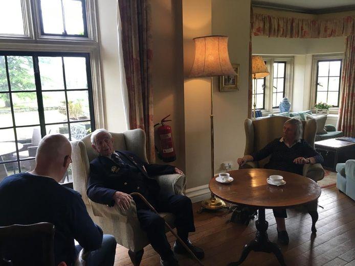 Bertjan Kers in gesprek met veteraan Peter Davies.