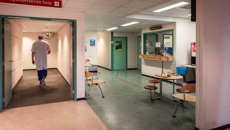 Het Slotervaart heeft jaarlijks 90.000 patiënten, er staan 130 bedden en er zijn 1095 mensen in dienst. Vandaag was het ziekenhuis, op de spoedhulp na, gewoon open Beeld Dingena Mol
